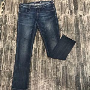 Vigoss collection size 7 distressed dark wash jean